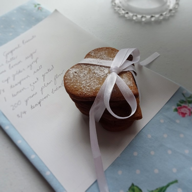 Gingernut biscuits 10.2